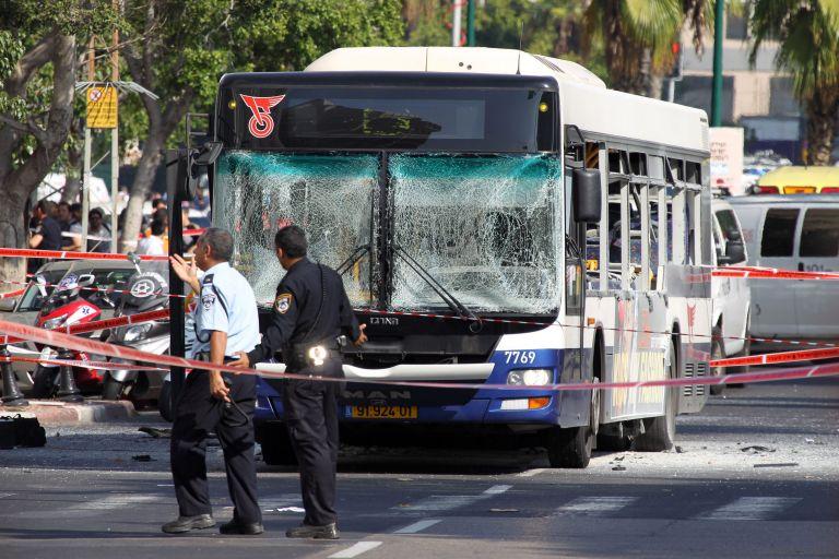 Εννέα τραυματίες από επίθεση με μαχαίρι σε λεωφορείο στο Τελ Αβίβ | tovima.gr