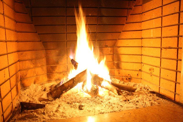 Κοζάνη:Φωτιά, πιθανότατα από τζάκι, κατέστρεψε μονοκατοικία στην Κοζάνη | tovima.gr