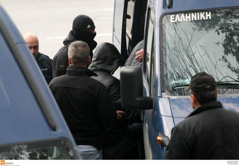 Προφυλακιστέοι 21 για την υπόθεση διακίνησης ναρκωτικών | tovima.gr