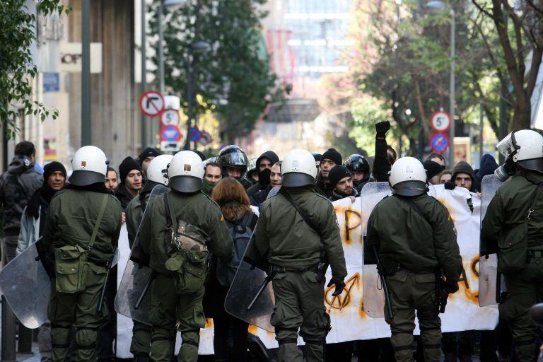 Εφαρμόζοντας το δόγμα «νόμος και τάξη» η κυβέρνηση συνεχίζει τη σύγκρουση με τον ΣΥΡΙΖΑ | tovima.gr