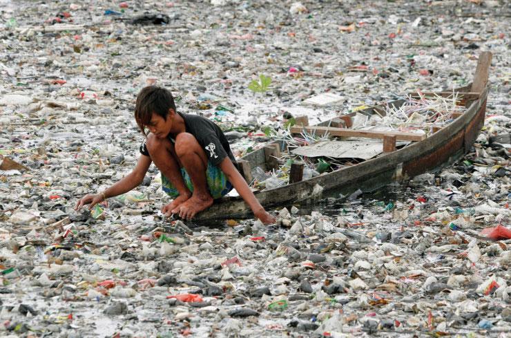 Βρετανία: Στα σκουπίδια καταλήγει το 50% των τροφίμων του πλανήτη | tovima.gr