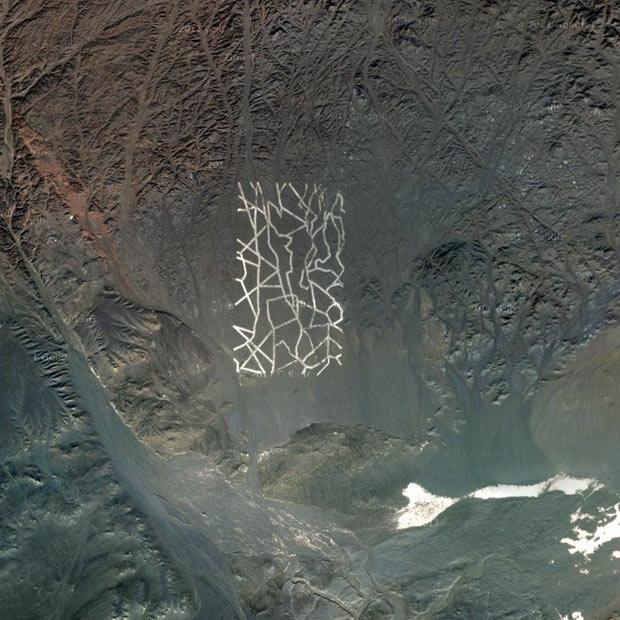 Μυστηριώδεις κατασκευές στην έρημο της Κίνας | tovima.gr