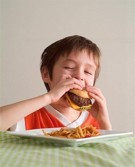 Το πρόχειρο φαγητό συνδέεται με άσθμα και έκζεμα | tovima.gr