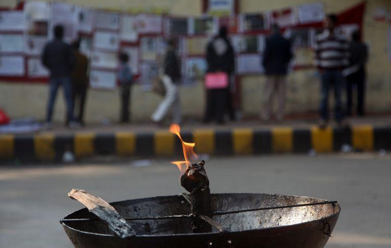 Νέο Δελχί: Ενώπιον των δικαστών την Πέμπτη οι βιαστές της 23χρονης | tovima.gr