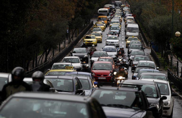 Ατύχημα προκάλεσε κυκλοφοριακό πρόβλημα στην ΕΟ Αθηνών-Λαμίας | tovima.gr