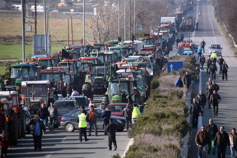 Farmers prepare protests with disruptive tractor blockades of roads | tovima.gr