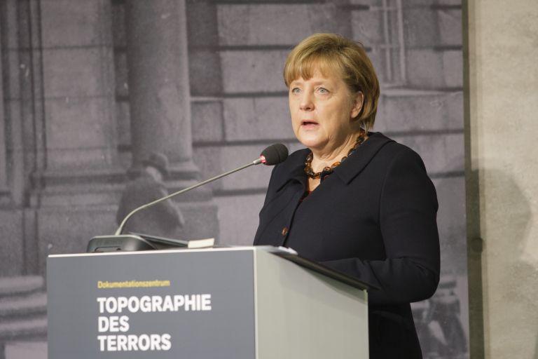 «Διαρκής η ευθύνη» για την άνοδο του Χίτλερ στην εξουσία λέει η Μέρκελ | tovima.gr