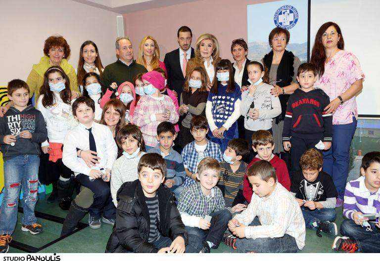 Αγάπη από τους συμμαθητές της Μυρτώς που δίνει έναν αγώνα ζωής   tovima.gr