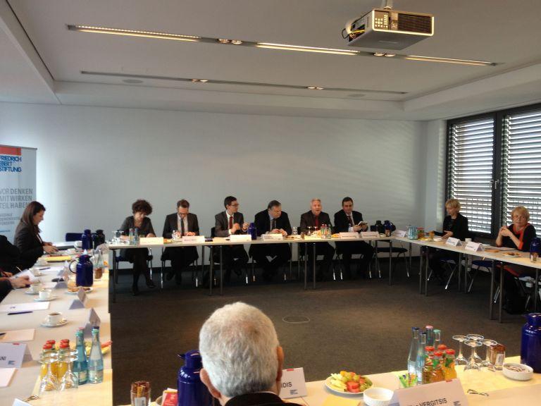Πέερ Στάινμπρουκ: «Η πολιτική λιτότητας είναι λάθος για την Ευρώπη»   tovima.gr