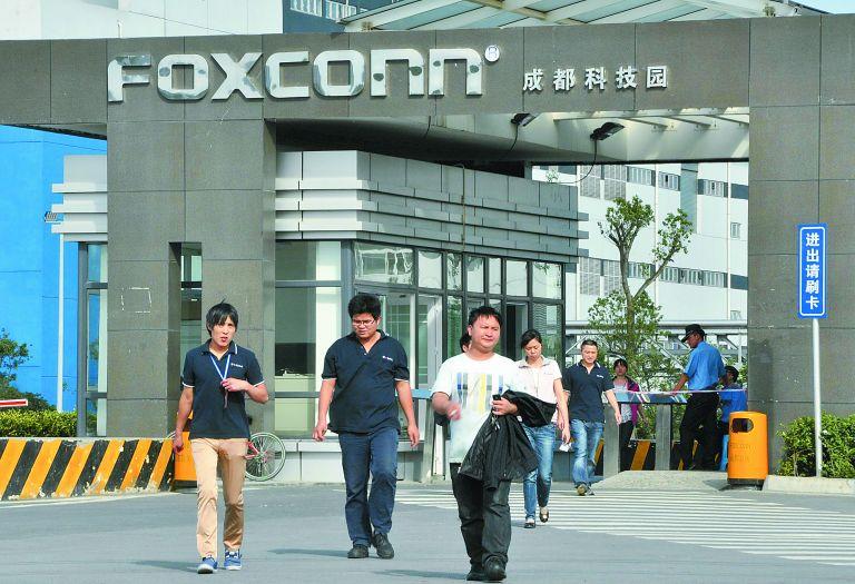 Η Foxconn αντικαθιστά 60.000 εργαζομένους με ρομπότ | tovima.gr