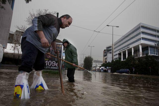 Η μεγαλύτερη για τον Φεβρουάριο καταιγίδα έπιασε στον ύπνο τους αρμόδιους | tovima.gr