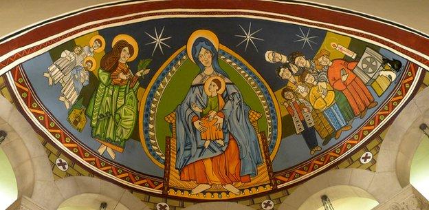 Γκραφίτι αντί για αγιογραφίες σε εκκλησία της Βαρκελώνης | tovima.gr