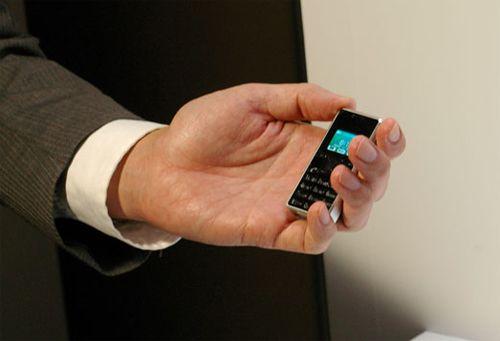 Το μικρότερο κινητό στον κόσμο! | tovima.gr