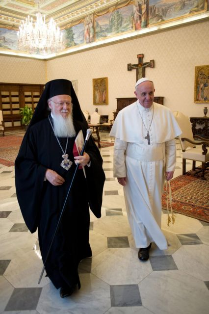 Historic meeting between Patriarch Bartholomew and Pope Francis | tovima.gr