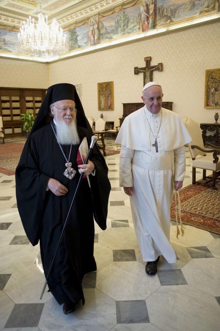 Ιεροσόλυμα:Ιστορική συνάντηση Βαρθολομαίου με τον Πάπα Φραγκίσκο | tovima.gr