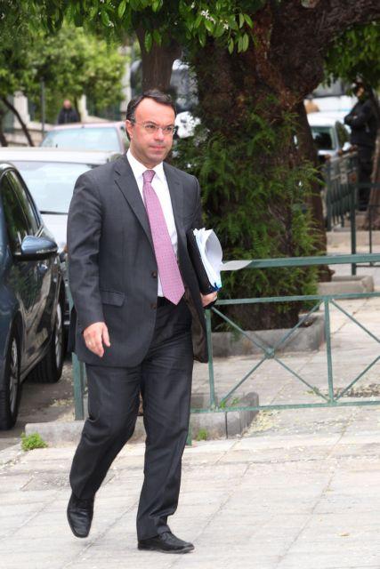 Περικοπές δαπανών για να μειωθούν οι φόροι | tovima.gr