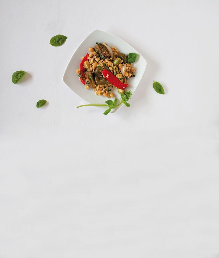 Σαλάτα µε ψητά λαχανικά, κουσκούς και ρεβίθια   tovima.gr