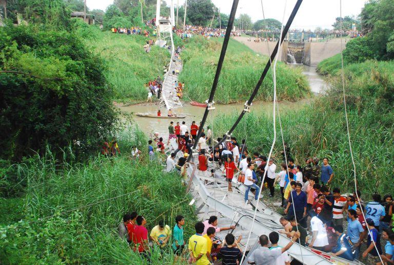Ταϊλάνδη: Τουλάχιστον 5 νεκροί από την κατάρρευση κρεμαστής γέφυρας | tovima.gr