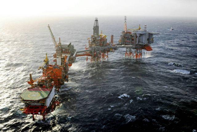 Πονοκέφαλος για τις εταιρείες η πτώση της τιμής του πετρελαίου | tovima.gr