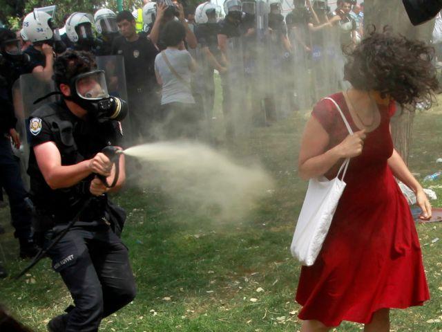 Η αληθινή ιστορία της γυναίκας με τα κόκκινα | tovima.gr