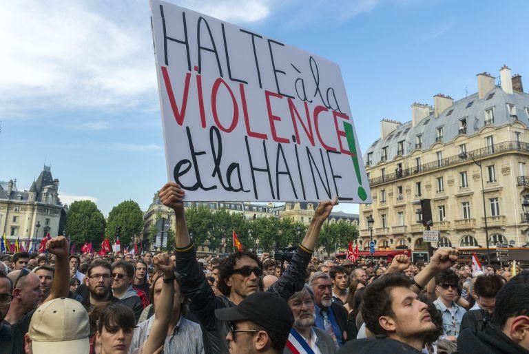 Τη διάλυση των ακροδεξιών ομάδων υποσχέθηκε το Παρίσι | tovima.gr