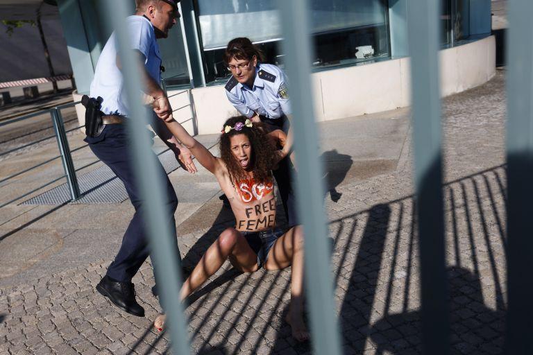 Ακτιβίστριες της Femen συνελήφθησαν στη Γερμανία | tovima.gr