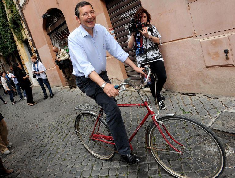 Ιταλία: Β' γύρος δημοτικών εκλογών – Ο Μαρίνο φαβορί για την δημαρχία της Ρώμης | tovima.gr