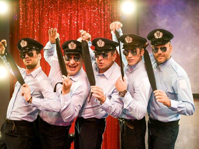 Κερδίστε 5 διπλές προσκλήσεις για την παράσταση «Άντρες έτοιμοι για όλα» | tovima.gr