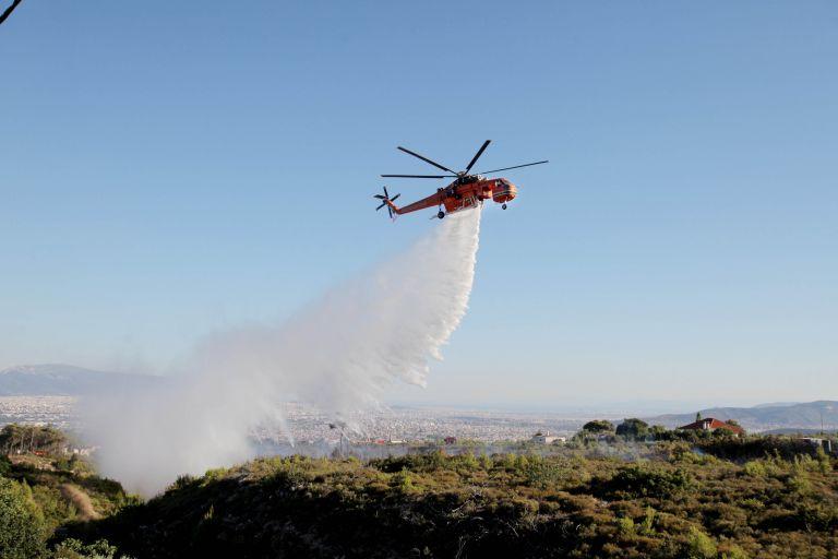 Σε εξέλιξη η πυρκαγιά στο Πόρτο Ράφτη – Δεν απειλούνται κατοικίες | tovima.gr