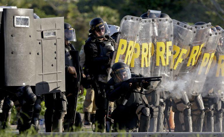 Βραζιλία: Νέες διαδηλώσεις γύρω από στάδια όπου γίνονται αγώνες ποδοσφαίρου   tovima.gr