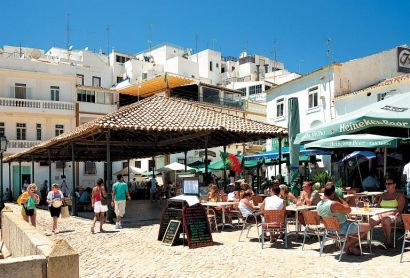 Πορτογαλία: οι νέοι σνομπάρουν τις εποχικές τουριστικές δουλειές   tovima.gr