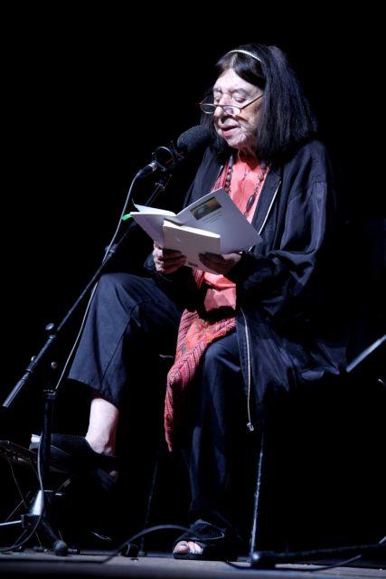 Η ποιήτρια που δοξάζει το σώμα | tovima.gr