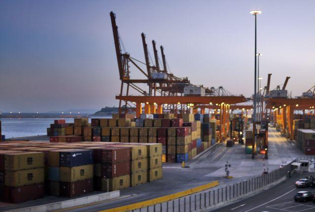 Μπλακ αουτ στη διακίνηση εμπορευματοκιβωτίων στον Πειραιά | tovima.gr