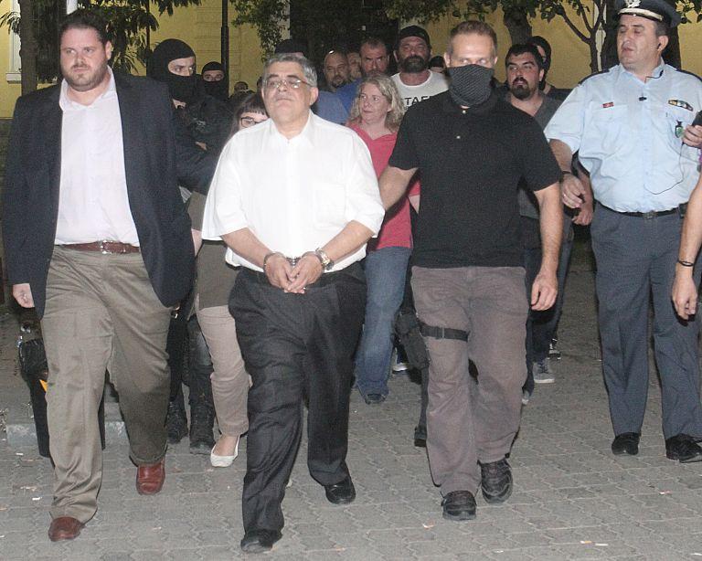Ολο το πόρισμα με το οποίο ο εισαγγελέας «έδεσε» τη Χρυσή Αυγή | tovima.gr