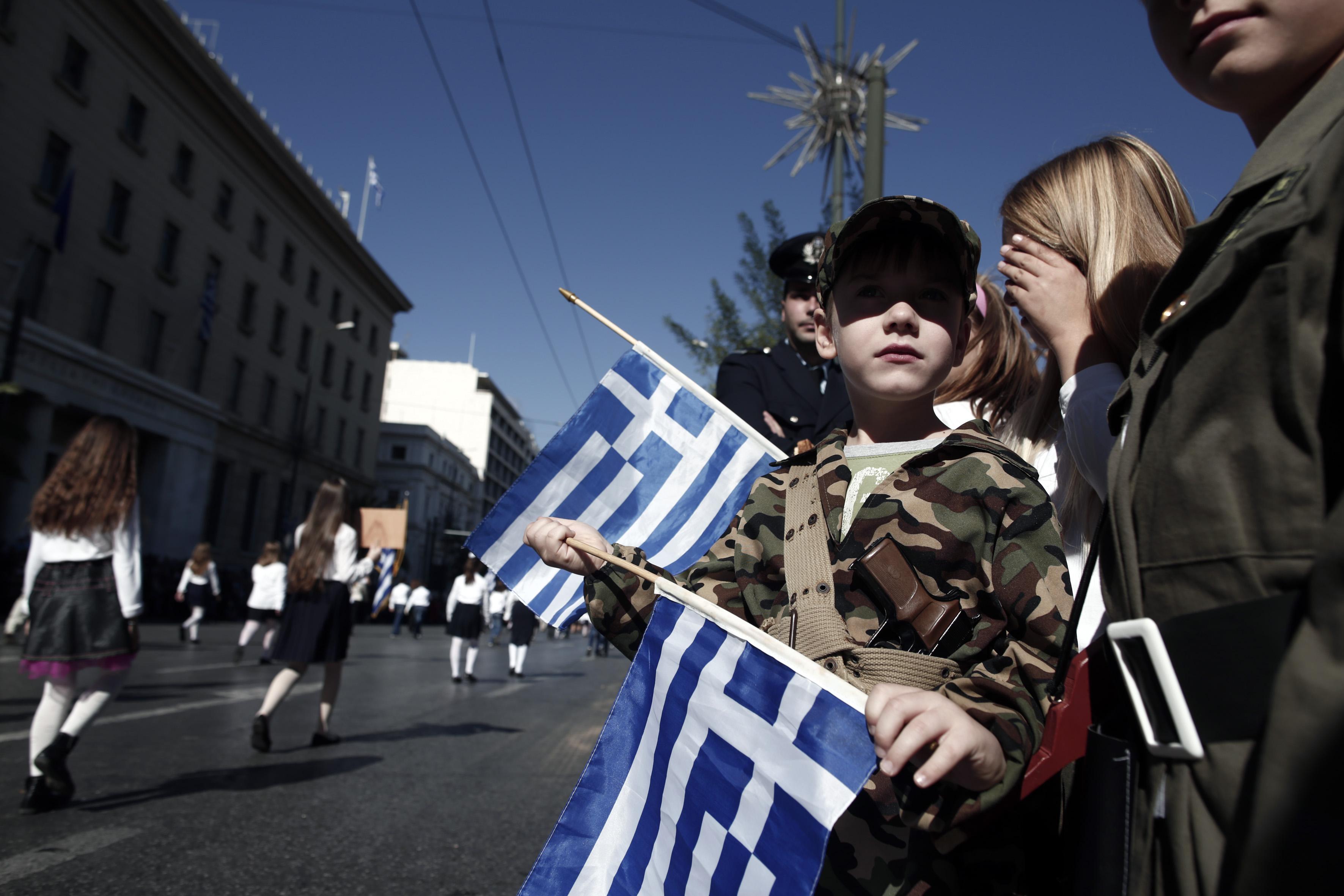Στρατιωτική παρέλαση στη Θεσσαλονίκη – Μαθητική μόνο με σημαιοφόρους στην  Αθήνα  b9f356f2ff6