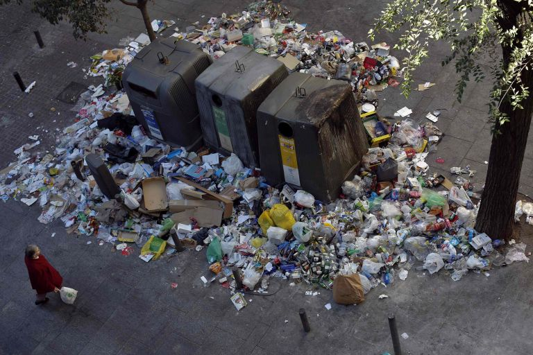 Κέρκυρα: Εξαφανίστηκαν οι κάδοι απορριμμάτων στην Κέρκυρα | tovima.gr