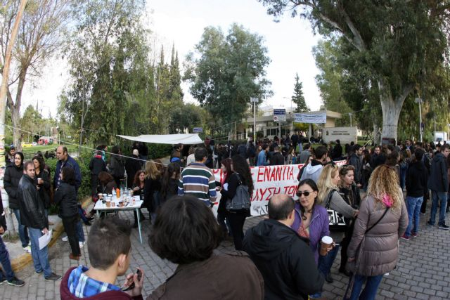 Government deeply troubled by ongoing university strikes | tovima.gr