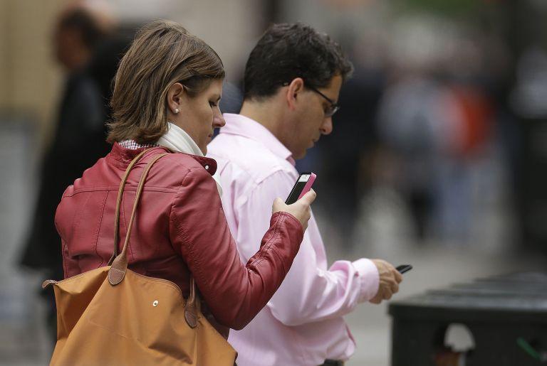 Wall Street Journal: Παρακολούθηση από αέρος στα κινητά των αμερικανών   tovima.gr