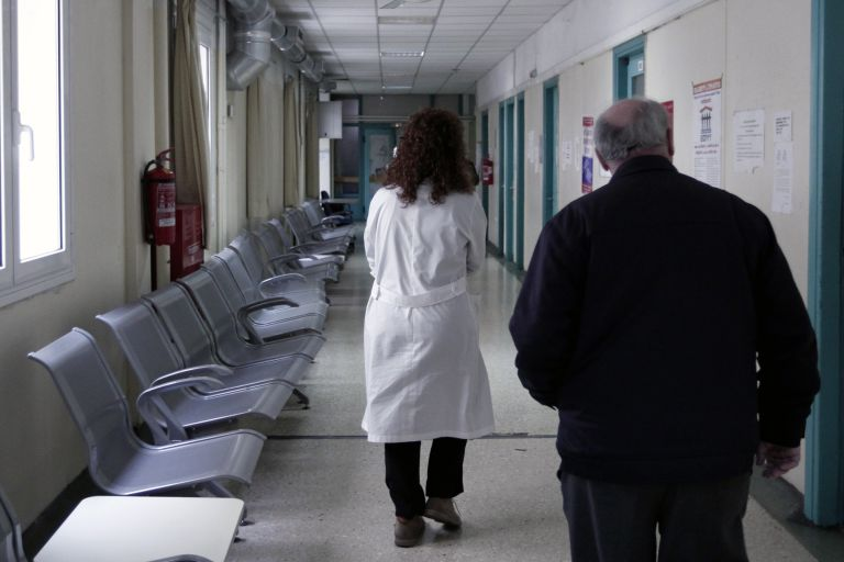 Καθυστερούν να πάνε στον γιατρό λόγω οικονομικής αδυναμίας | tovima.gr