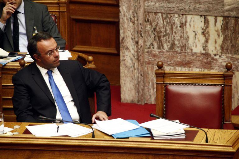 Κατά πλειοψηφία στην αρμόδια επιτροπή το Μεσοπρόθεσμο 2015-2018 | tovima.gr
