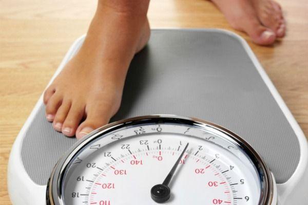 Ακόμα και λίγα επιπλέον κιλά «εγκυμονούν» χρόνιες παθήσεις | tovima.gr