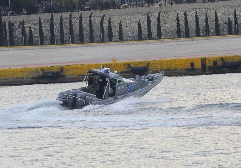 Πειραιάς: Επιβάτης έπεσε από πλοίο λίγο μετά την αναχώρησή του | tovima.gr