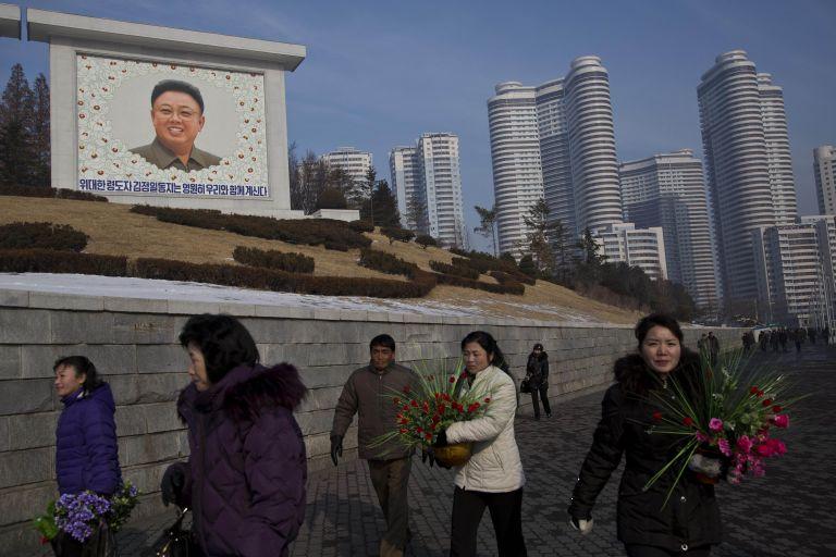 Β. Κορέα: Τιμές για τον Κιμ Γιονγκ Ιλ δύο χρόνια από το θάνατό του   tovima.gr