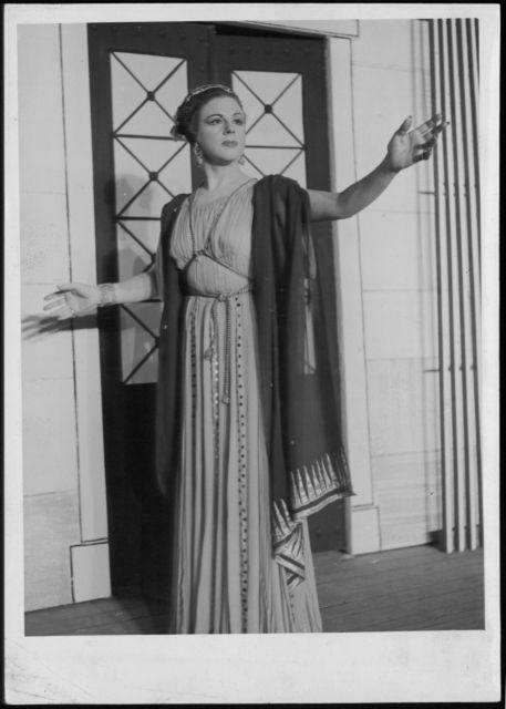 Μαίρη Αρώνη: Η μεγάλη κυρία του Εθνικού Θεάτρου | tovima.gr