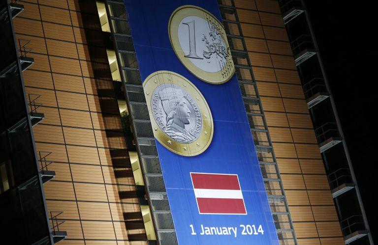 Αντίθετο με την είσοδο στο ευρώ το 58% των Λεττονών | tovima.gr