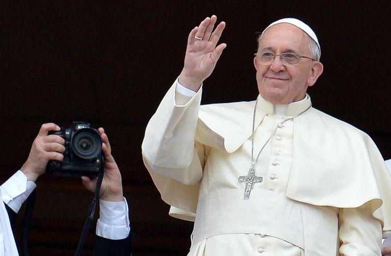 Ο Πάπας Φραγκίσκος είναι ο «πιο καλοντυμένος άνδρας του 2013» | tovima.gr