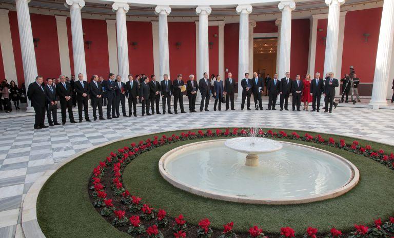 Σε εξέλιξη η τελετή ανάληψης της ελληνικής προεδρίας | tovima.gr