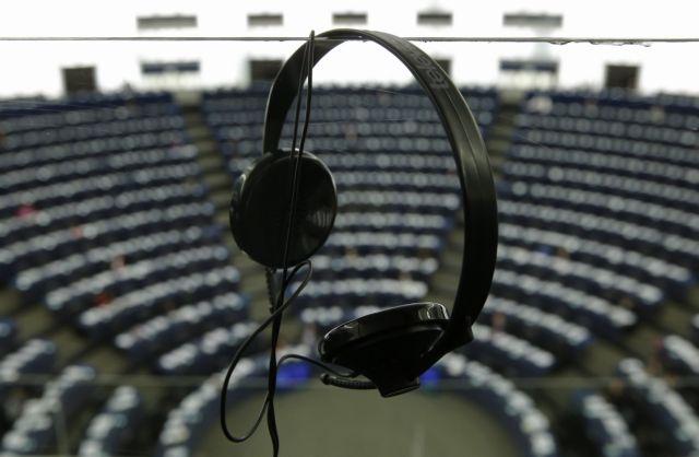 Ακουστικά μετατρέπονται σε μικρόφωνα παρακολούθησης | tovima.gr