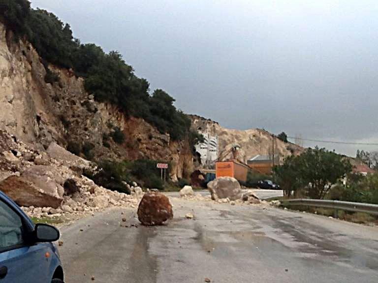 Χανιά: Ζημιές στο οδικό δίκτυο από την κακοκαιρία | tovima.gr