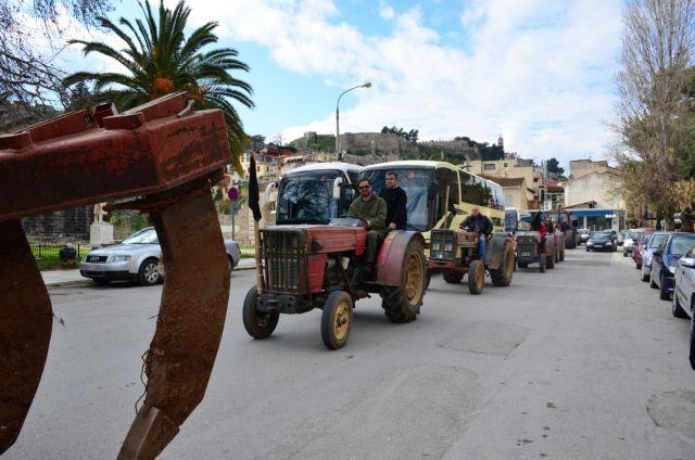 Farmers begin setting up road blocks on national highways | tovima.gr